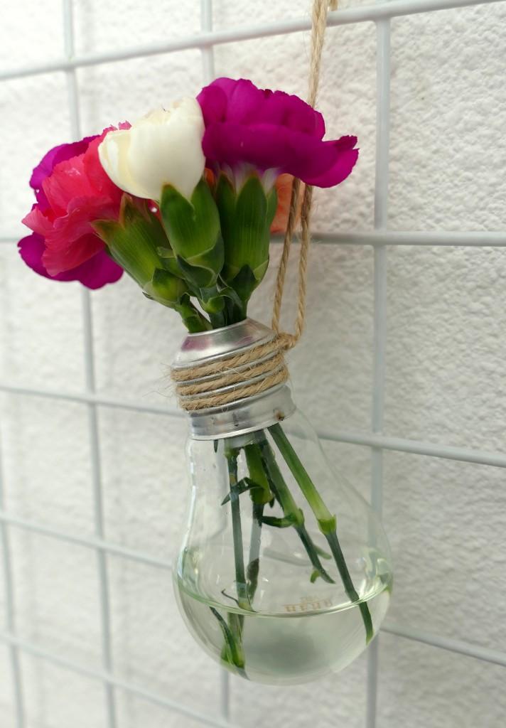 DIY lightbulb vaasjes