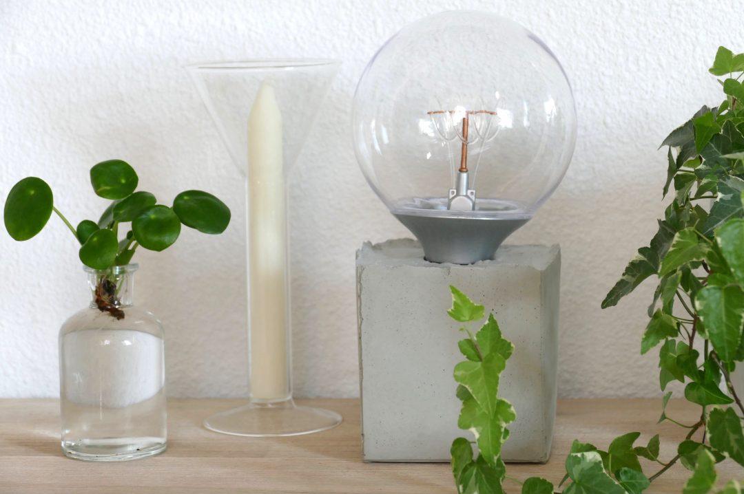 Genoeg DIY: Industriële tafellamp van beton - Sillysis &ET92