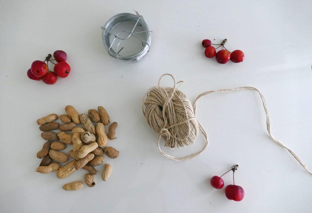 DIY krans pinda's voor vogels