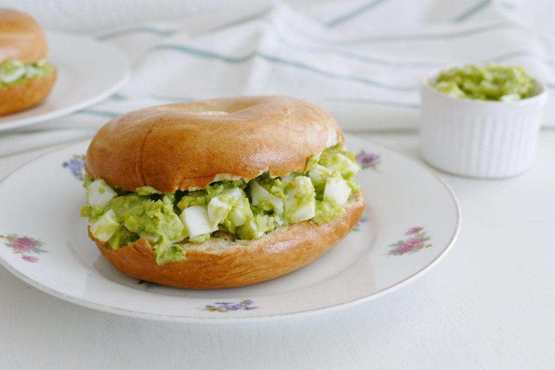 bagels met avocado eiersalade