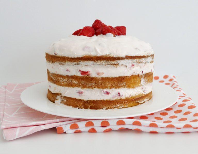 naked cake met verse aardbeien