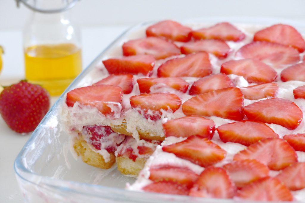 zomerse tiramisu met aardbeien - bakken zonder oven