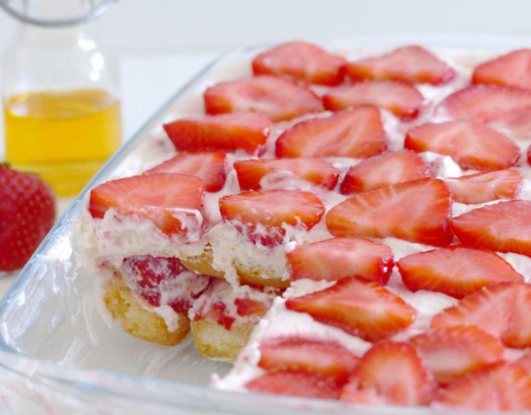 zomerse tiramisu met aardbeien