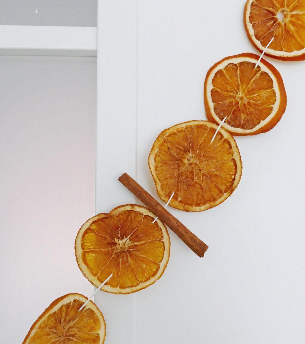 Kerstslinger van gedroogde sinaasappelschijfjes1