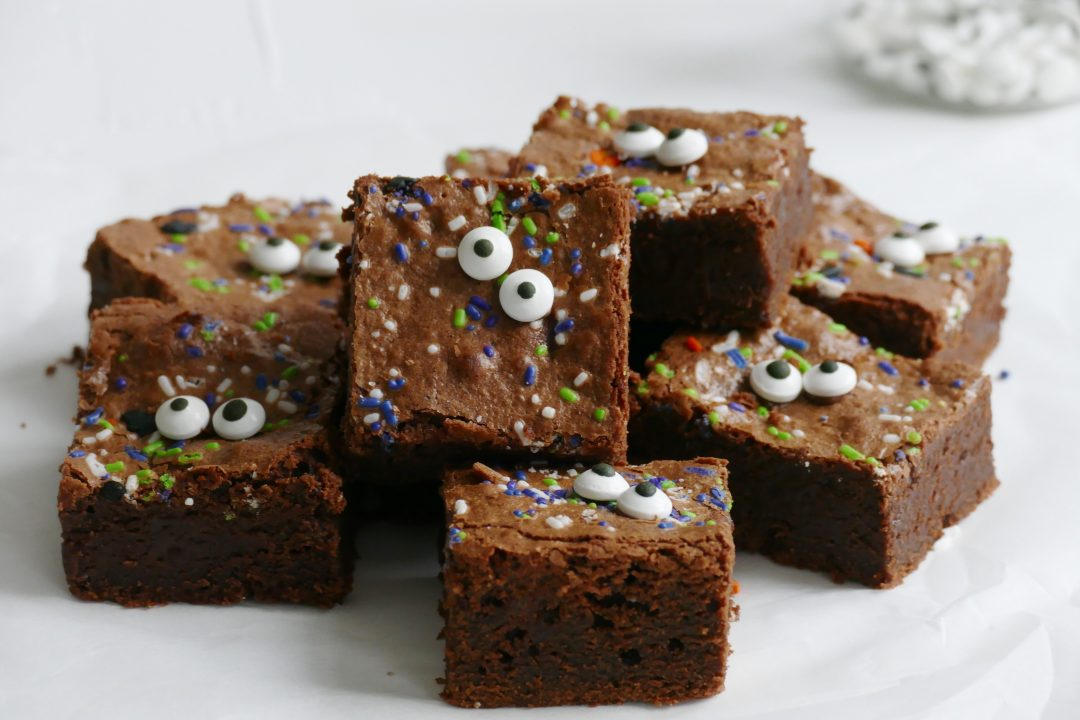 Halloween monster brownies1