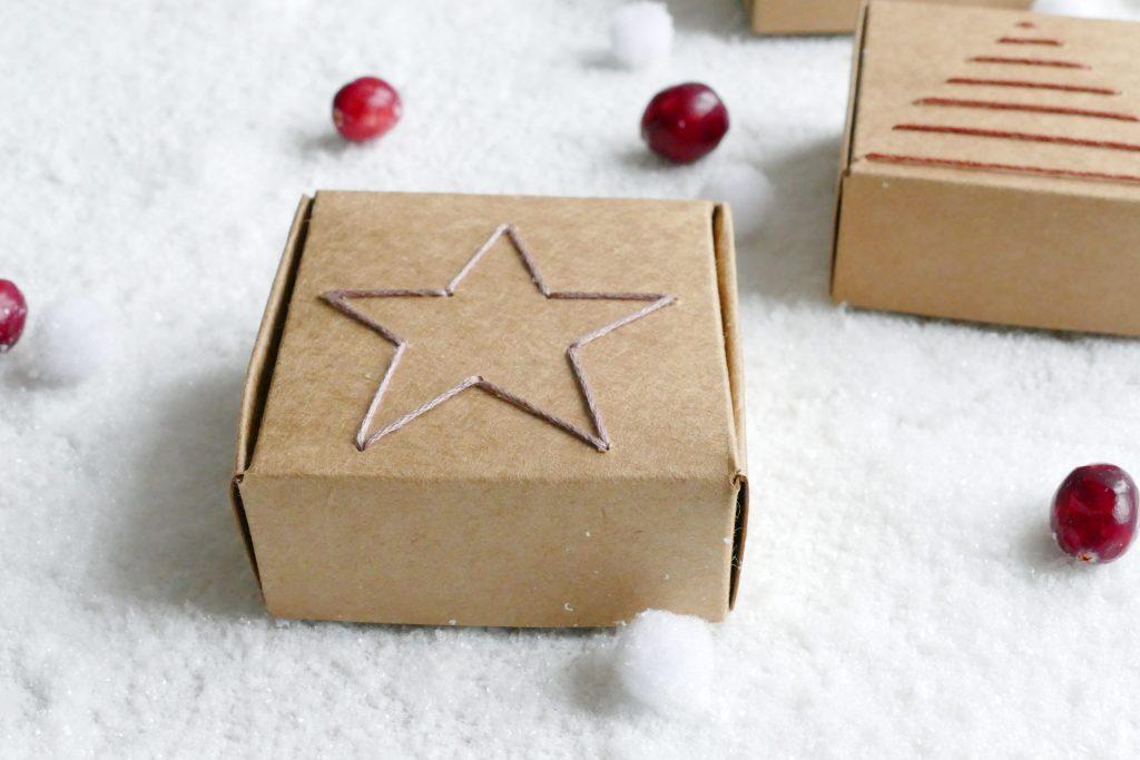 Geborduurde kerst cadeaudoosjes
