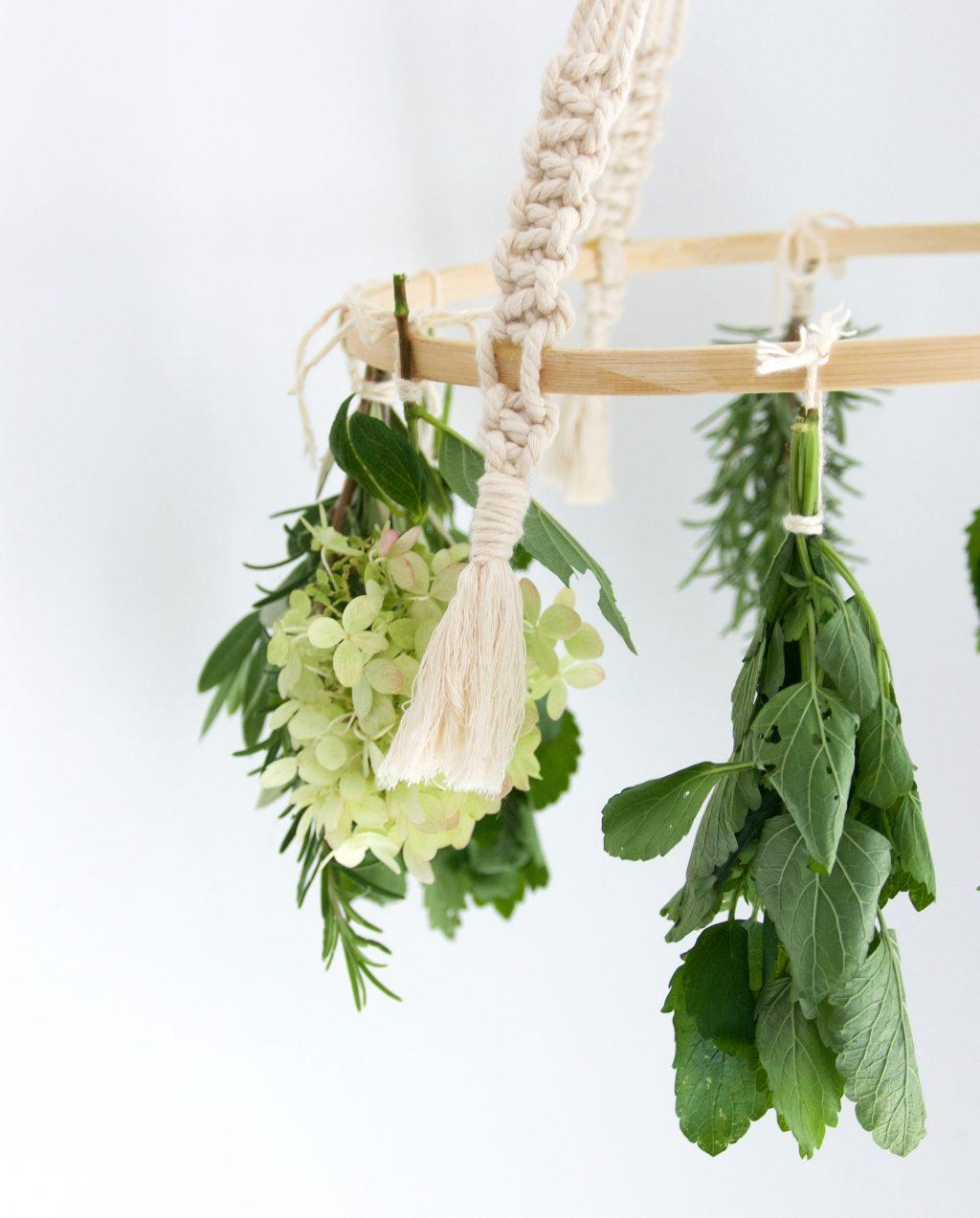 Macramé droogrek voor kruiden en bloemen