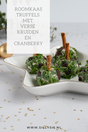 Roomkaas truffels met verse kruiden en cranberry