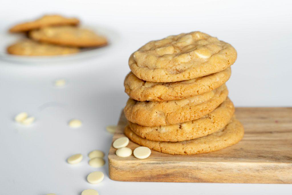 Macadamia koekjes met stukjes witte chocolade