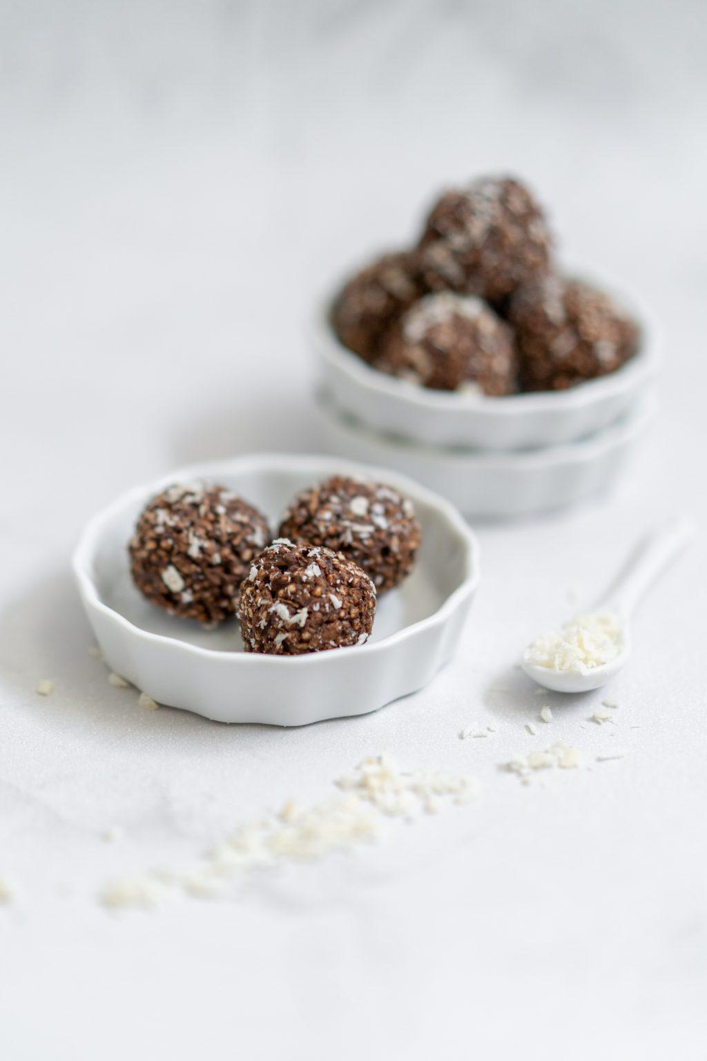 Bliss Balls met gepofte quinoa, chocolade en een vleugje kokos