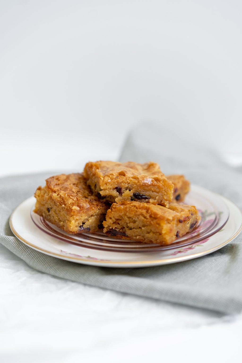 Recept: Blondies met cranberry en macadamia