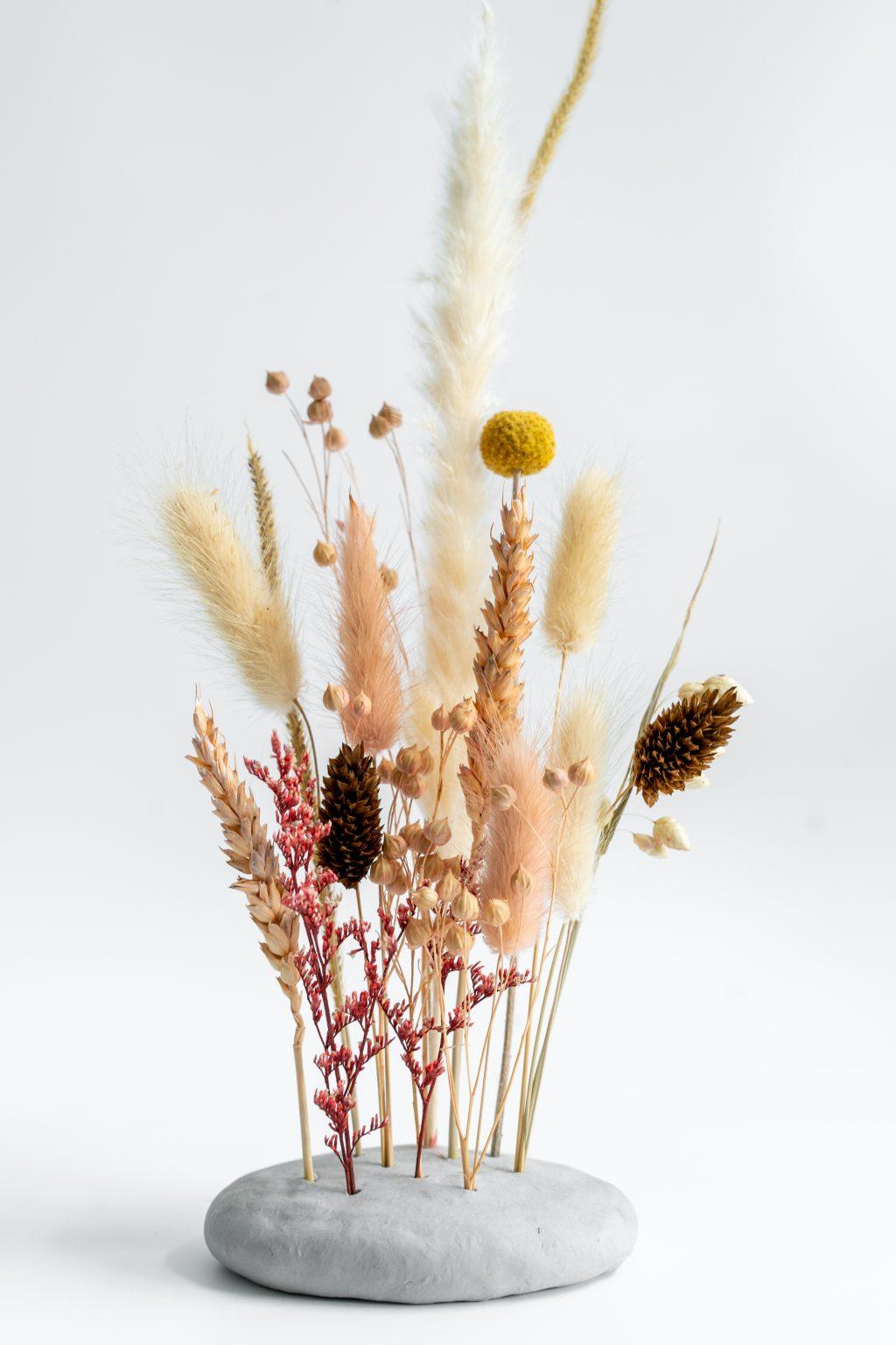 Kleistandaard voor droogbloemen: 3 DIY's op een rijtje!