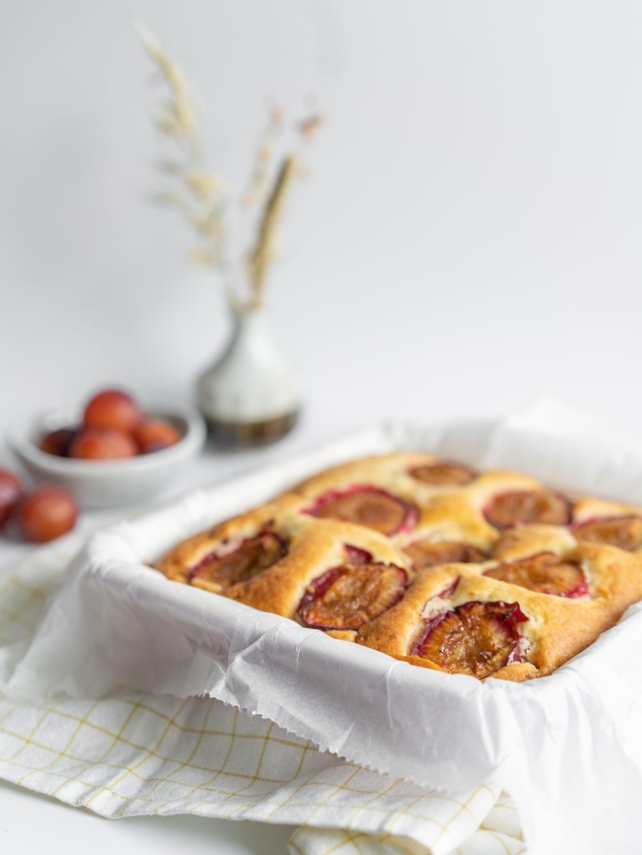 Plaatcake met pruimen en yoghurt - lekker fris en zomers