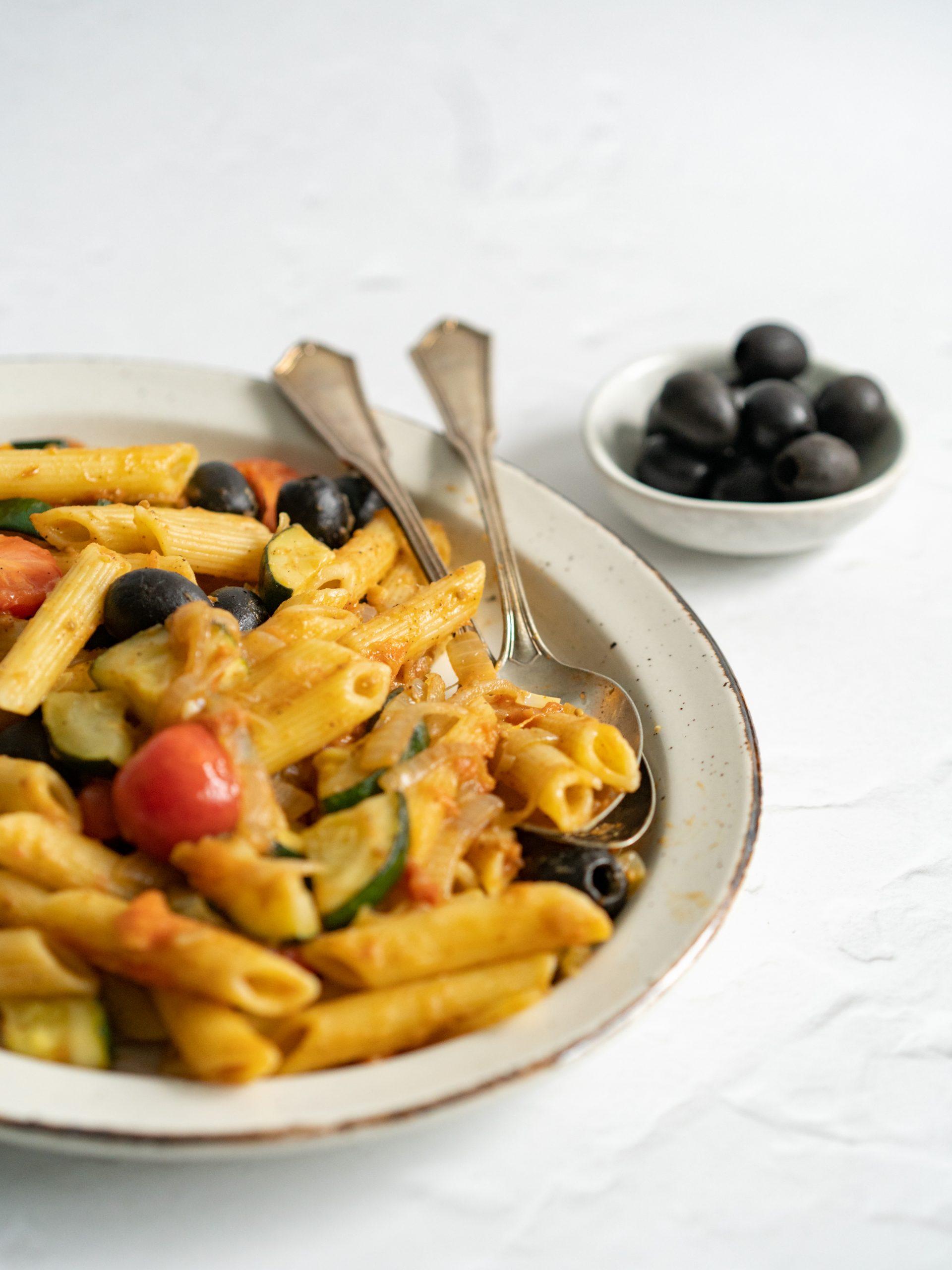 Recept: Zomerse pasta met courgette en tomaten